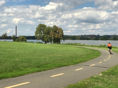 A rider enjoying the Mount Vernon Trail